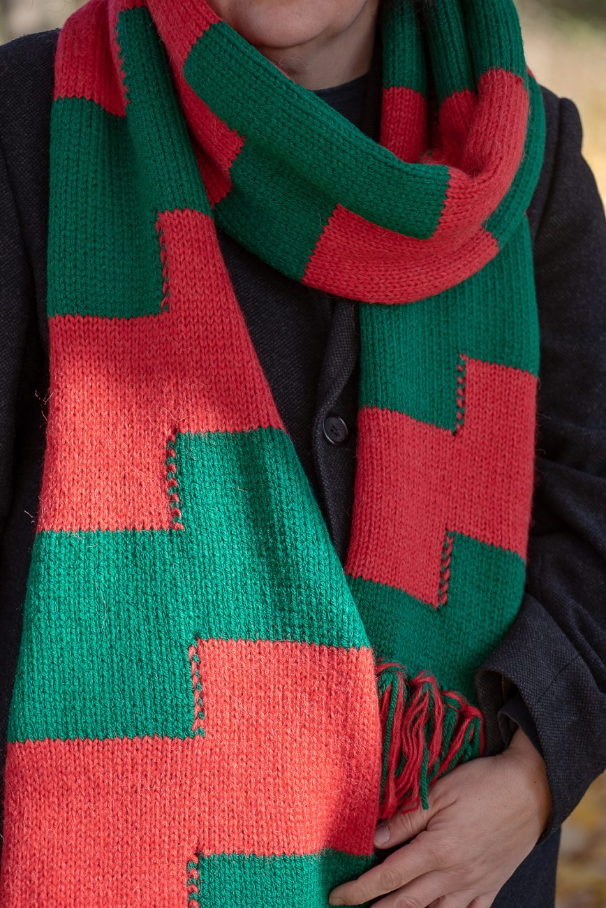 Knitted scarf close up, green and red