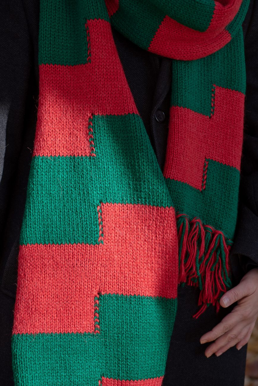 Knitted scarf close up, red and green